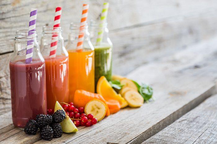 Los batidos détox de color rojo son los más sabrosos y los más fáciles de tomar durante el desayuno