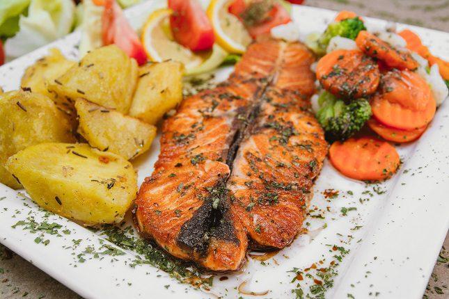 Para que este plato no supere las 500 calorías es importante que el pescado sea lo menos graso posible