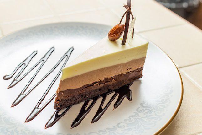 La tarta tres chocolates es increíblemente deliciosa