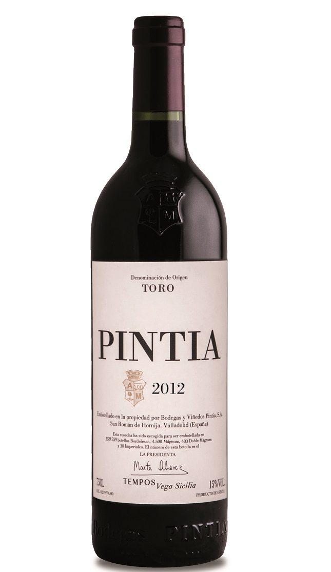 Pintia (21 euros la botella) es un vino de gran intensidad de color