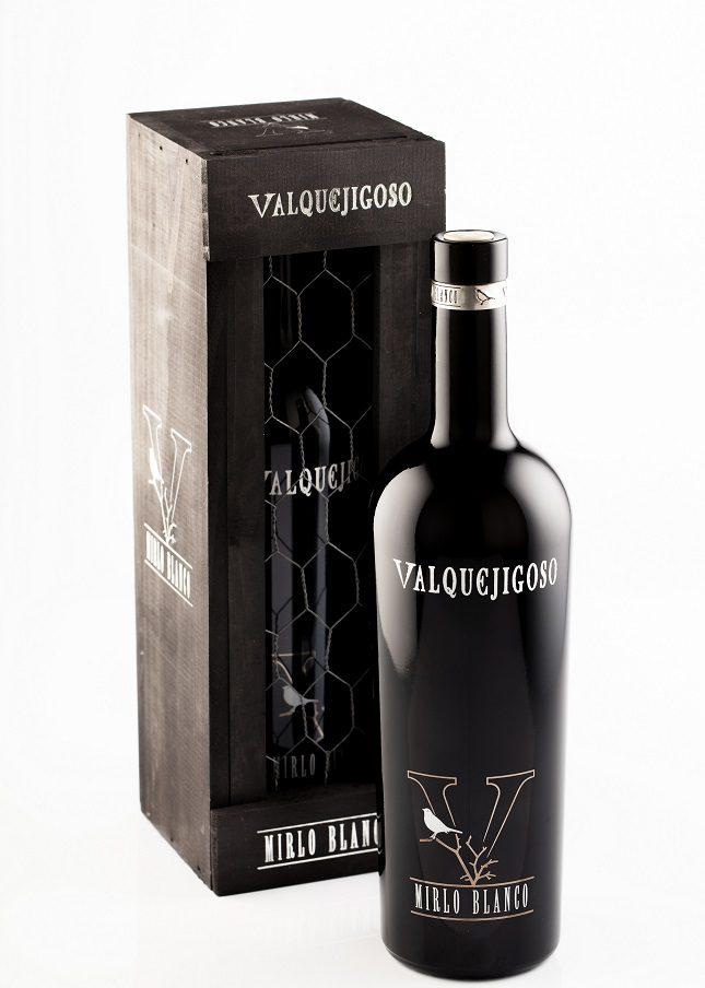 Está elaborado con 40% Albillo Real, 35% Sauvignon Blanc y 25% Viognier