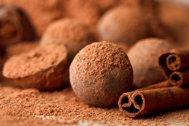Estas bolitas de chocolate que harán las delicias de todos tus invitados