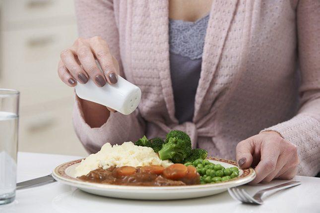 El uso excesivo de sal puede dar problemas de corazón o producir hipertensión